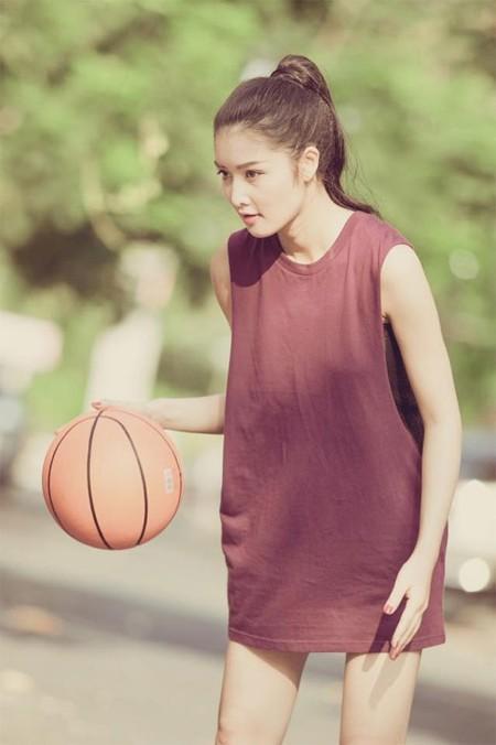 Hoa hậu Triệu Thị Hà khoe tài chơi bóng rổ ảnh 2