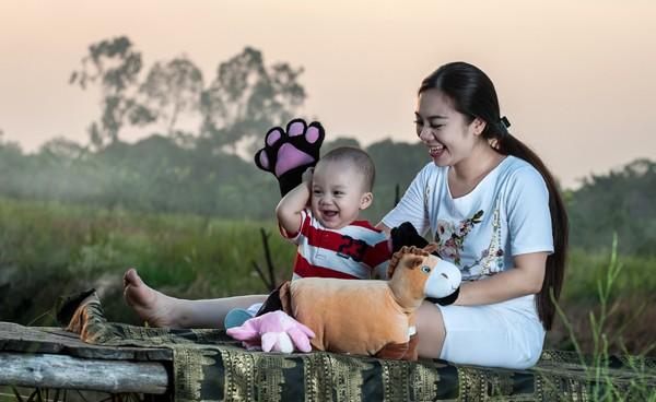 """""""Cô gái vàng"""" của Bellydance Việt Nam khoe ảnh hạnh phúc bên con trai ảnh 4"""