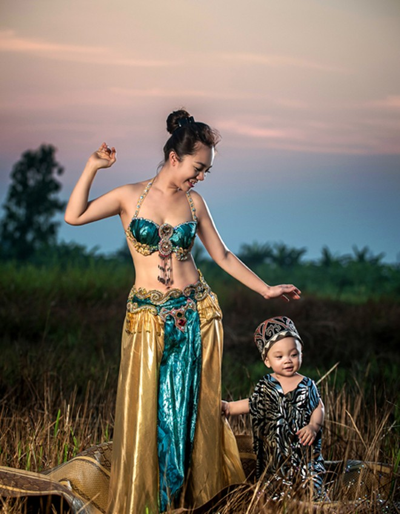 """""""Cô gái vàng"""" của Bellydance Việt Nam khoe ảnh hạnh phúc bên con trai ảnh 1"""