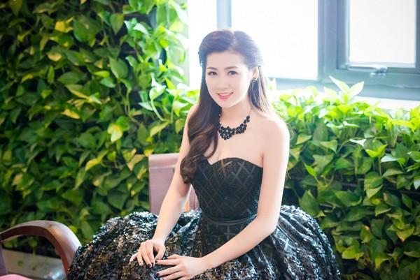Á hậu Dương Tú Anh vai trần gợi cảm dự sự kiện ảnh 7