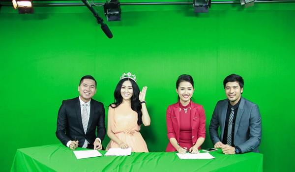 Hoa hậu Huỳnh Thuý Anh rạng rỡ chia sẻ niềm vui Tết Trung thu ảnh 3