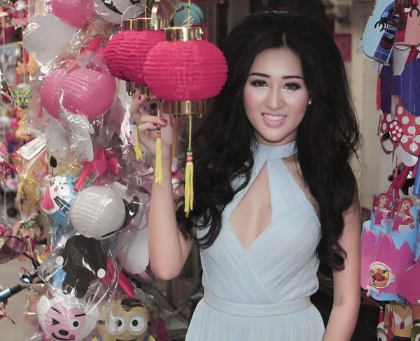 Hoa hậu Huỳnh Thuý Anh rạng rỡ chia sẻ niềm vui Tết Trung thu ảnh 4