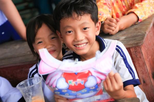 NTK Võ Việt Chung cùng dàn người đẹp phát quà trung thu cho trẻ em nghèo ảnh 8
