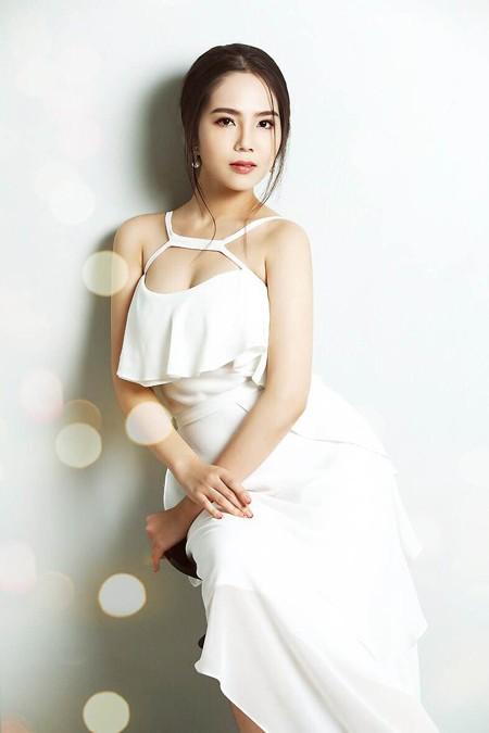 Cận cảnh vẻ đẹp mong manh của Á hoàng sắc đẹp Dương Kim Ánh ảnh 2