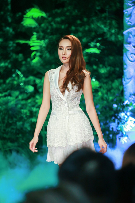 """Tô Uyên Khánh Ngọc """"hóa"""" thiên thần trong thiết kế của Chung Thanh Phong ảnh 3"""