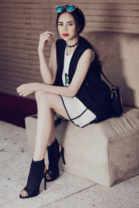 Diễn viên Sella Trương diện street style ấn tượng xuống phố ảnh 5