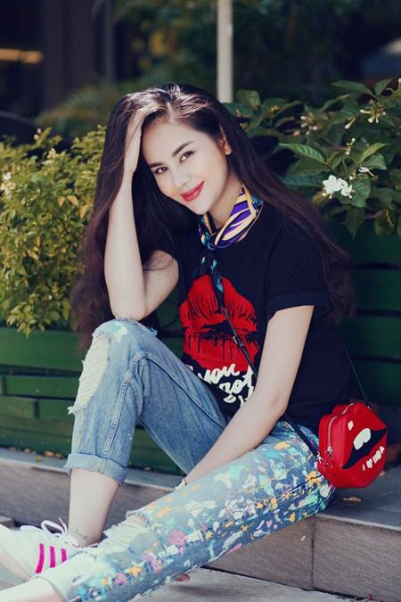 Diễn viên Sella Trương diện street style ấn tượng xuống phố ảnh 2