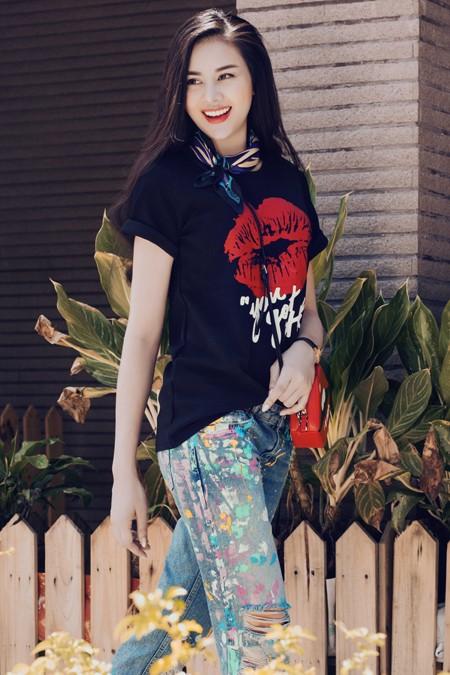 Diễn viên Sella Trương diện street style ấn tượng xuống phố ảnh 1
