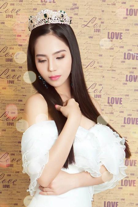 Dương Kim Ánh vai trần quyến rũ trong loạt ảnh mới ảnh 1