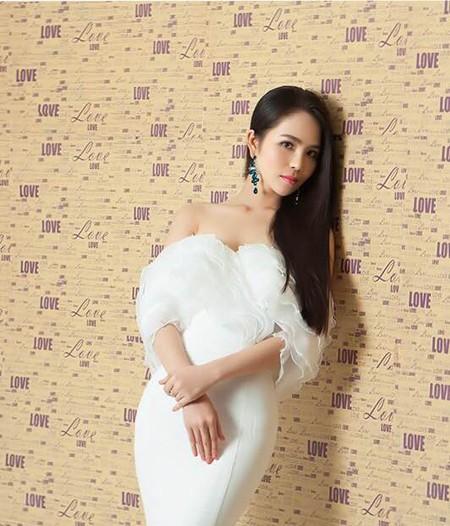 Dương Kim Ánh vai trần quyến rũ trong loạt ảnh mới ảnh 3