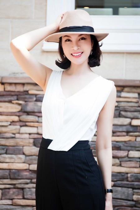 Cận cảnh vẻ đẹp trẻ trung hiếm thấy của MC Thanh Mai ảnh 2