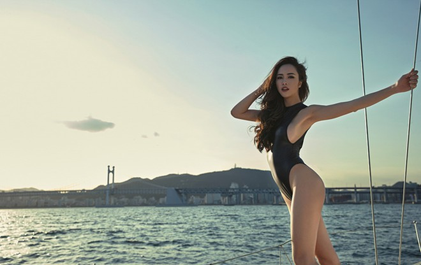 Vũ Ngọc Anh khoe đường cong cực nóng bỏng trên du thuyền triệu đô ảnh 7