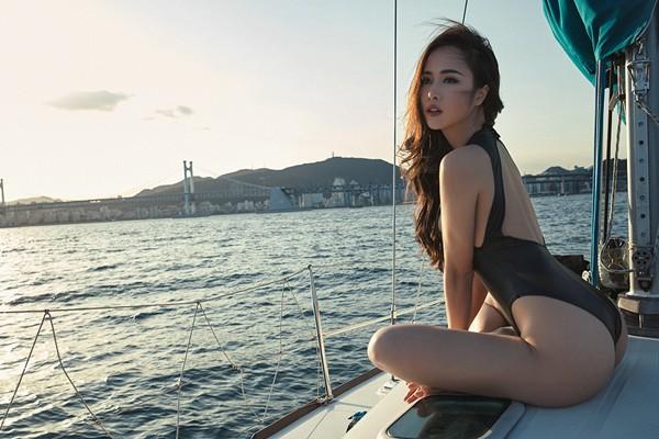 Vũ Ngọc Anh khoe đường cong cực nóng bỏng trên du thuyền triệu đô ảnh 8