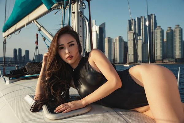 Vũ Ngọc Anh khoe đường cong cực nóng bỏng trên du thuyền triệu đô ảnh 10