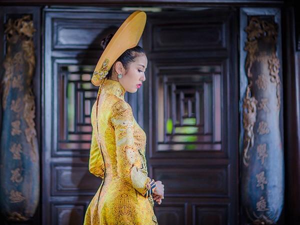 Ngắm trang phục dân tộc của Thúy Vân tại cuộc thi Hoa hậu Quốc tế 2015 ảnh 10