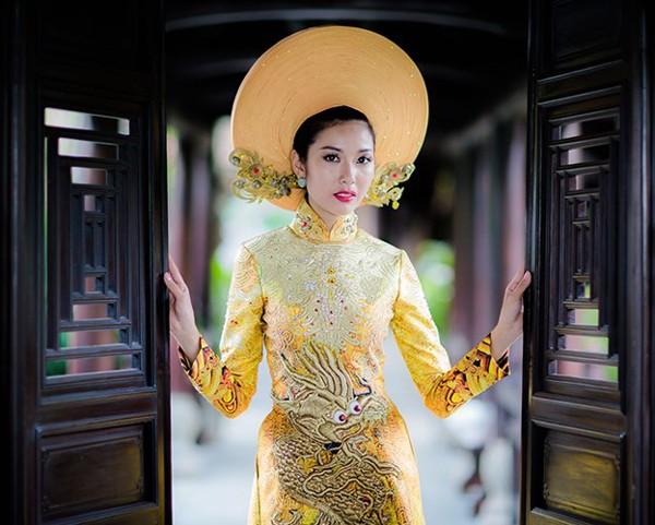 Ngắm trang phục dân tộc của Thúy Vân tại cuộc thi Hoa hậu Quốc tế 2015 ảnh 9