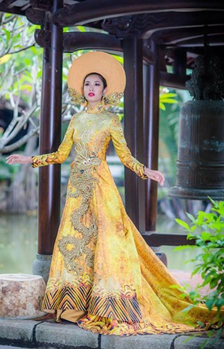 Ngắm trang phục dân tộc của Thúy Vân tại cuộc thi Hoa hậu Quốc tế 2015 ảnh 11