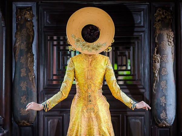 Ngắm trang phục dân tộc của Thúy Vân tại cuộc thi Hoa hậu Quốc tế 2015 ảnh 1