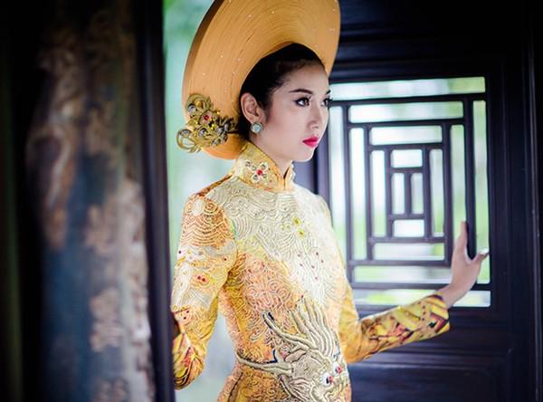 Ngắm trang phục dân tộc của Thúy Vân tại cuộc thi Hoa hậu Quốc tế 2015 ảnh 6
