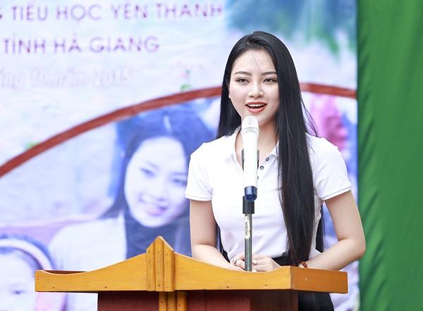 """Hoa hậu Ngọc Anh mang """"hơi ấm"""" lên vùng cao Hà Giang ảnh 6"""