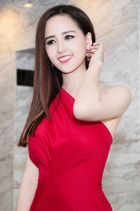 Hoa hậu Mai Phương Thuý sánh vai Kim Lý dự dạ tiệc trên không ảnh 2