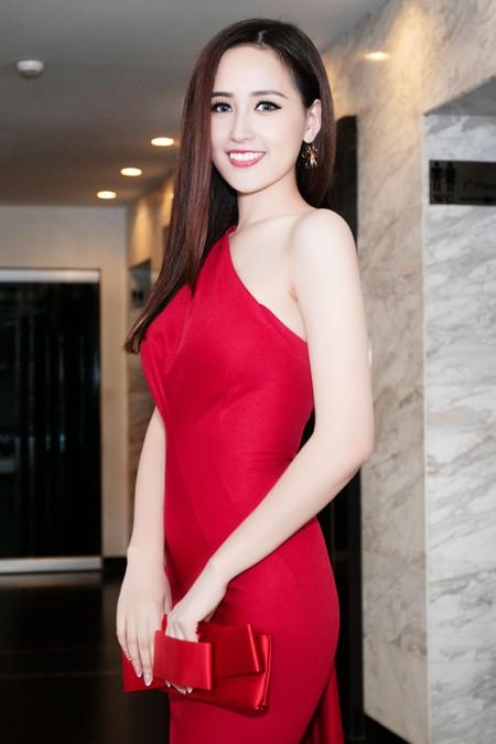 Hoa hậu Mai Phương Thuý sánh vai Kim Lý dự dạ tiệc trên không ảnh 1