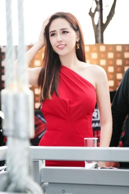 Hoa hậu Mai Phương Thuý sánh vai Kim Lý dự dạ tiệc trên không ảnh 3