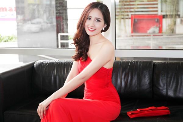 """Hoa hậu Mai Phương Thuý ăn diện lộng lẫy, ngồi """"xế sang"""" đi dự sự kiện ảnh 5"""