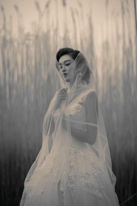 """Á hậu Huyền My diện váy cưới đẹp """"mê hồn"""" ở trời Tây ảnh 8"""