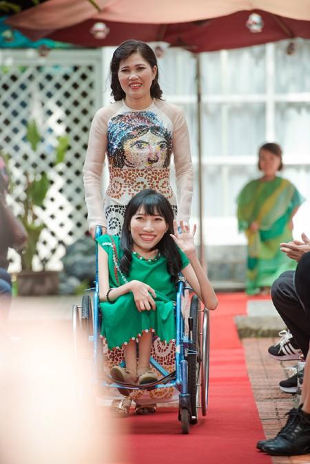 Ấn tượng với màn trình diễn thời trang dành cho người khuyết tật ảnh 4
