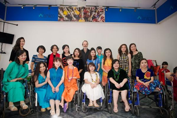 Ấn tượng với màn trình diễn thời trang dành cho người khuyết tật ảnh 2