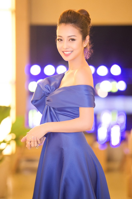 """Hoa hậu Jennifer Phạm """"hút mắt"""" với đầm lệch vai ảnh 1"""