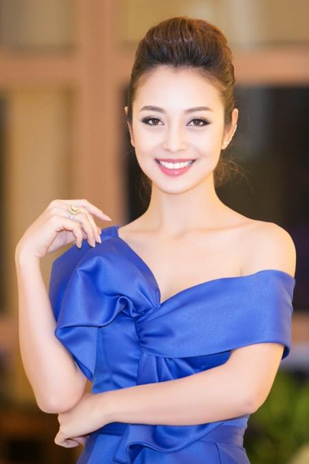 """Hoa hậu Jennifer Phạm """"hút mắt"""" với đầm lệch vai ảnh 3"""