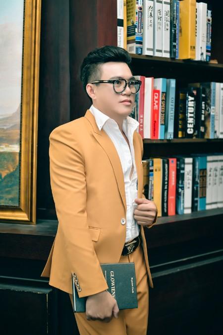 """""""Phù thuỷ"""" Tommy Nguyễn hoá thân thành mẫu nam hút mắt ảnh 5"""