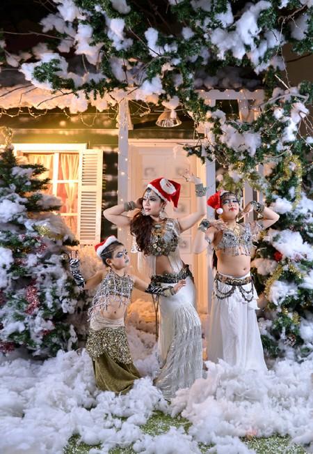 """Đỗ Hồng Hạnh """"hâm nóng"""" không khí Noel bằng loạt ảnh nóng bỏng ảnh 4"""