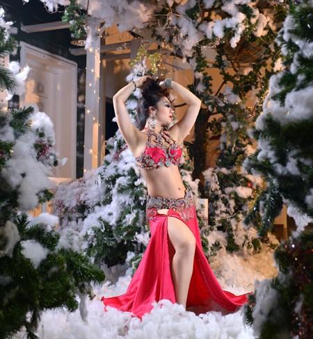 """Đỗ Hồng Hạnh """"hâm nóng"""" không khí Noel bằng loạt ảnh nóng bỏng ảnh 6"""