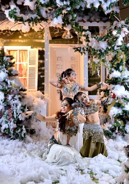 """Đỗ Hồng Hạnh """"hâm nóng"""" không khí Noel bằng loạt ảnh nóng bỏng ảnh 2"""