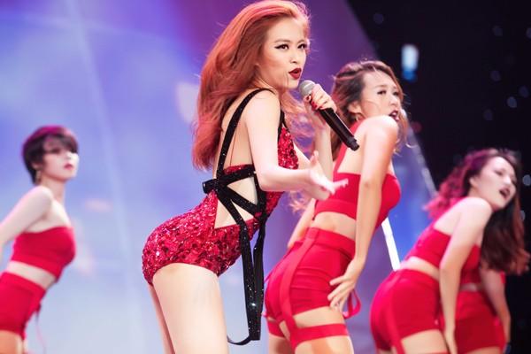 """Hoàng Thuỳ Linh """"đốt mắt"""" khán giả trong đêm chung kết siêu mẫu ảnh 7"""