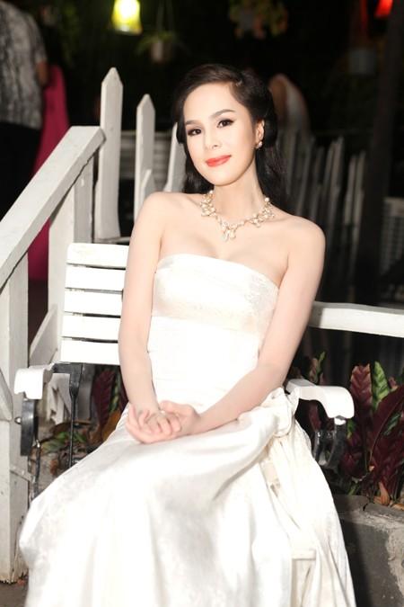 Á hậu Tố Uyên cùng dàn nghệ sĩ tham gia đấu giá ủng hộ MC Lê Tâm ảnh 1