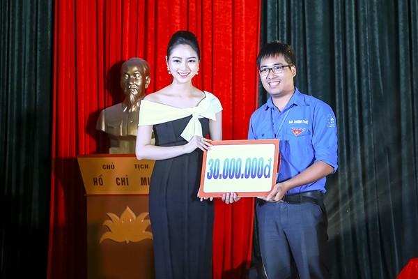 Hoa hậu Ngọc Anh đấu giá được gần 100 triệu tặng người nghèo ảnh 3