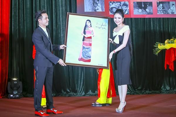 Hoa hậu Ngọc Anh đấu giá được gần 100 triệu tặng người nghèo ảnh 5