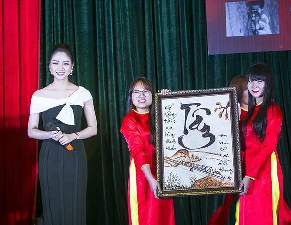 Hoa hậu Ngọc Anh đấu giá được gần 100 triệu tặng người nghèo ảnh 6