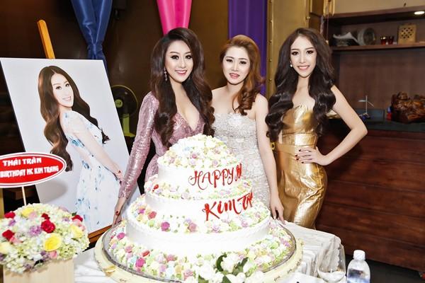 Ca sĩ Ngọc Trân Anh lộng lẫy dự tiệc sinh nhật MC Kim Trang ảnh 7