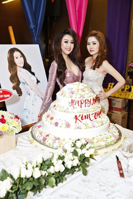 Ca sĩ Ngọc Trân Anh lộng lẫy dự tiệc sinh nhật MC Kim Trang ảnh 6