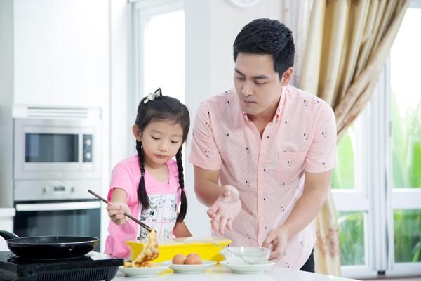 Con gái Hoa hậu Ngọc Diễm trổ tài bếp núc ảnh 2
