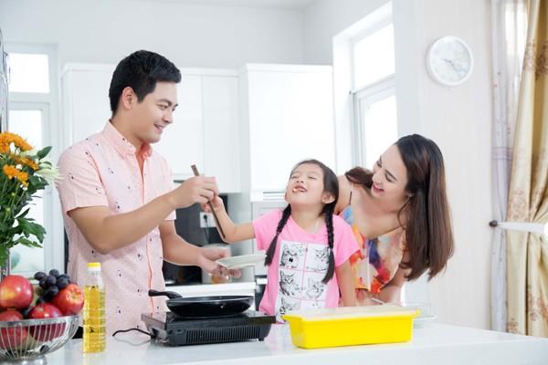 Con gái Hoa hậu Ngọc Diễm trổ tài bếp núc ảnh 1
