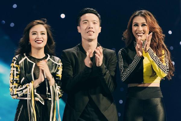 """Hoàng Thùy Linh mang motor khủng lên sân khấu """"đọ sức nóng"""" tại The Remix ảnh 9"""