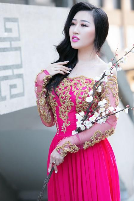 Hoa hậu Huỳnh Thuý Anh nền nã áo dài đón xuân ảnh 5
