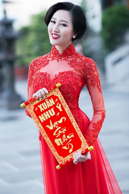 Hoa hậu Huỳnh Thuý Anh nền nã áo dài đón xuân ảnh 6