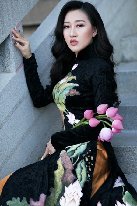 Hoa hậu Huỳnh Thuý Anh nền nã áo dài đón xuân ảnh 3